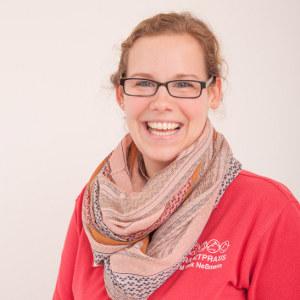Carina Bercht,Tierarzthelferin